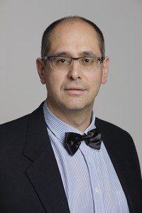 Dr. Sárosi Ákos – Chirurgien Dentiste